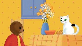 Petit Ours Brun s'amuse avec le chat